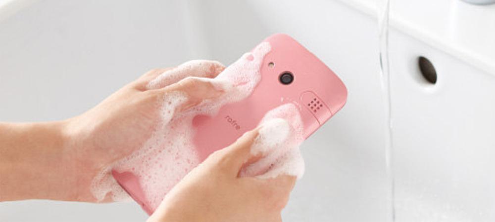 Kyocera lanza smartphone lavable en agua y se llama Rafre 1